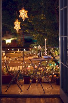 Simple Lighting Ideas for Beautify Your Backyard - Balkon Dekoration Apartment Balcony Decorating, Apartment Balconies, Hallway Decorating, Apartment Balcony Garden, Tiny Balcony, Small Balcony Decor, Small Balconies, Garden Ideas For Balcony, Small Patio Ideas Townhouse