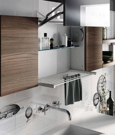 Thanks to its vertical opening mechanism, the Smart wall unit, fitted with a mirror, contains a practical pullout drying rack designed to arrange small garments. The size is standard cm wide) and it is combined with a stylish glass shelf. Grow Home, Laundry Closet, Laundry Rooms, Micro House, Rack Design, Modern Exterior, Glass Shelves, Smart Home, Interior Design