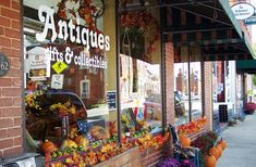 Buchanan, Virginia - Virginia's Buchanan, a small town of about 1,178 people, is positioned right at the foot of the Blue Ridge Mountains and is the perfect destination for antique dealers seeking premium vintage wares. Known for its Antique Alley, Buchanan's Main Street features five outlets overflowing with specialty items.