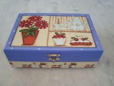 Caixa para chá azul com seis divisórias , detalhe de cozinha . www.elo7.com.br/esterartes