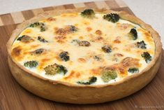 Quiche s kuracím mäsom a brokolicou - Mňamky-Recepty. Quiche, Good Food, Yummy Food, Home Bakery, Cooking Recipes, Healthy Recipes, Butter, Russian Recipes, Chicken Recipes
