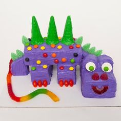 Very cute dinosaur party cake. Looks fairly easy to make too!