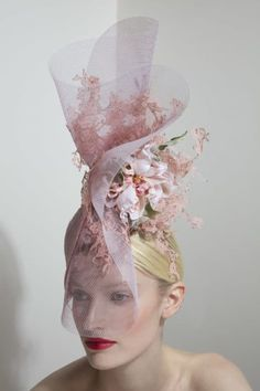 Philip Treacy s/s 2018 Sombreros Fascinator, Eugenie Wedding, Philip Treacy Hats, Rose Vintage, Crazy Hats, Millinery Hats, Fancy Hats, Kentucky Derby Hats, Fancy Hairstyles