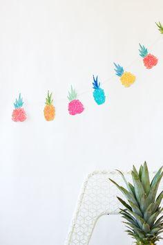 Summer vibes! Love this DIY Pineapple Garland