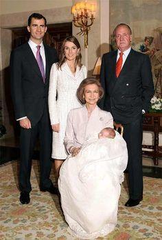 King Juan Carlos and Queen Sofia with Prince Felipe and Princess Letizia of… Queen Victoria Descendants, Baptism Photos, Spanish Royalty, Estilo Real, Spanish Royal Family, Queen Letizia, Royal House, Royal Jewels, Fairy Godmother