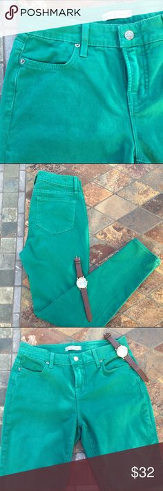 "🆕Green Skinny Twill Ankle Jeans🍃🍁 Green Skinny Twill Ankle Jeans have two front and two back pockets. Zipper fly with button closure and belt loops. By Blue Essence from Nordstrom. Content is 99% Cotton & 1% Spandex. Measurements are 15"" waist & 28.5"" inseam. In great preloved condition with NO spots or damage. Blue Essence Pants Skinny"