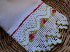 Pano de copa em tecido 100% algodão (sacaria) e barrado de crochê com aplicação de flores. Ideal para enxugar louças, decorar sua cozinha ou presentear. R$ 34,95