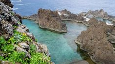 Die portugiesische Insel Madeira ist durch sein ganzjähriges Sommerklima immer eine Reise wert. Reisebloggerin, Fotografin und Instagramerin Sylvia aka Goldie Berlin war für fünf Tage auf der abwechslungsreichen Blumeninsel und kann euch sagen: egal ob ihr im Meer schwimmen, wandern, lecker Essen oder einfach nur die Landschaft bestaunen wollt – Madeira verzaubert jeden.
