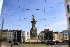 Marnixplaats:pleintje daterend van ca. 1880; de naam, gegeven in 1876, herinnert aan Filips van Marnix, heer van St.-Aldegonde (1538-98). Monumentaal standbeeld van Savonnièresteen  20 m. hoog opgericht in 1883 ter herdenking van de vrijmaking van de Schelde. Triomferende Neptunus vergezeld van Mercurius (r.) en een knielende vrouw (l.); het geheel is omgeven door hekken, tussen zware postamenten; op de hoeken: monumentale smeedijzeren lantaarns