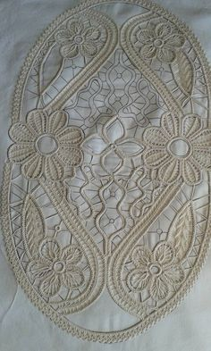 This Pin was discovered by Ewa Needle Tatting, Needle Lace, Bobbin Lace, Hand Embroidery Patterns, Embroidery Stitches, Embroidery Designs, Irish Crochet, Crochet Lace, Broomstick Lace