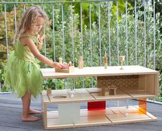 QUBIS HAUS: Dual-Purpose Coffee Table and Dollhouse