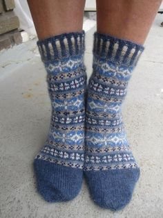 Ravelry: Project Gallery for Winter Mix pattern by Stephanie van der Linden Crochet Socks, Knitting Socks, Hand Knitting, Knitting Patterns, Knitting Projects, Sock Crafts, Blue Socks, Fair Isles, Fair Isle Knitting