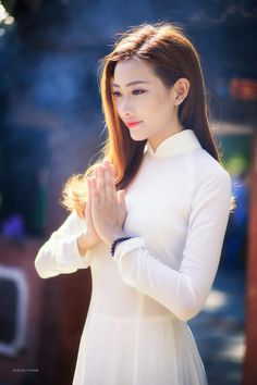 Vietnamese long dress Vietnamese Traditional Dress, Traditional Dresses, Beautiful Asian Women, Beautiful People, Vietnam Girl, Asian Hotties, Classy Women, Classy Lady, Ao Dai
