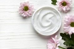 DIY Cold Cream A gentle, natural make-up remover and cleanser and a highly effective barrier cream, cold cream has been around since the second century, the creation of which has been credited to the Greek doctor and philosopher Galen. The original recipe Natural Face Cream, Natural Make Up, Ponds Cold Cream, Aloe Vera Creme, Diy Beauty Face, Barrier Cream, Face Cream For Wrinkles, Face Creams, Firming Eye Cream