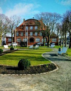 Das Büsumer Rathaus in den ersten  Sonnenstrahlen des Jahres.....
