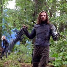 Filming Bucky's death scene in Avengers Marvel Actors, Marvel Heroes, Marvel Avengers, Dc Movies, Marvel Movies, Sebastian Stan, Chris Evans, Bucky And Steve, Bucky And Natasha