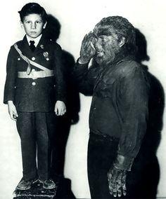 (in full Wolfman make up) saluting Bela Lugosi Jr. Cool Monsters, Horror Monsters, Famous Monsters, Classic Monsters, Horror Icons, Horror Films, Horror Art, Classic Horror Movies, Classic Films