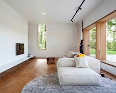 Look inside: Minimalist home in nature House Design, Home, Interior Architecture Design, Modern House, Interior Furniture, House Inspiration, House Interior, Home And Living, Minimalist Home