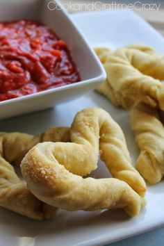 Love Bread Sticks and Homemade Marinara Sauce- Perfect for Valentine's Day! http://cookandcraftmecrazy.blogspot.com/2014/01/love-bread-sticks-and-homemade-marinara.html