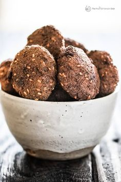 Today is all about how to make falafel. An authentic falafel recipe as prepared on the streets of the Middle East! Hearty, healthy falafel patties made of ground chickpeas, garlic, and lots of herbs. Frying and Mediterranean Diet Breakfast, Mediterranean Diet Recipes, Mediterranean Dishes, Middle Eastern Dishes, Middle Eastern Recipes, Authentic Falafel Recipe, Vegan Patties, Chickpea Patties, How To Make Falafel