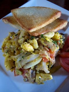 Ackee and Saltfish (Codfish) served with Bammy Beer Recipes, Recipies, Snack Recipes, Snacks, Jamaican Ginger Beer Recipe, Jamaican Recipes, Codfish, Ocho Rios, Island Food