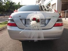 car decoration for wedding - tulle ribbon and red roses