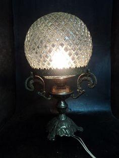 Antigo Abajour Em Bronze Com Cupula Em Vidro Bico De Jaca - R$ 52,00