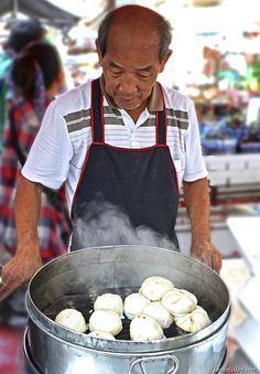 Yummy Dumplings - 5 places to eat street food in Bangkok, Thailand: http://www.ytravelblog.com/thai-street-food/