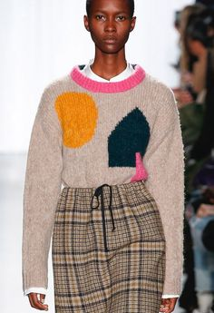Creatures of Comfort Fall 2018 Ready-to-Wear Fashion Show knit inspiration Knitwear Fashion, Knit Fashion, Sweater Fashion, Fashion Show, Fashion Looks, Intarsia Knitting, Gamine Style, Knitting Designs, Urban Fashion