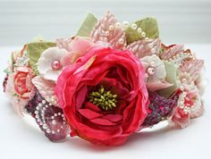 LOVE this kit, I gt to see Lolly make this crown live on ustream, sooo easy and so lux!! puffy heart love prima flowers!
