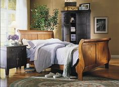 Attic Heirlooms Sleigh Bed ~ Natural Oak Stain Finish - this bed - we want this bed - just check measurements! Sleigh Bedroom Set, Sleigh Beds, Bedroom Sets, Master Bedroom, Bedrooms, Broyhill Furniture, Bedroom Furniture, Oak Stain, My Room