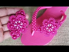 Flip Flop Craft, Decorating Flip Flops, Youtube, Christmas Ornaments, Holiday Decor, Sandals, Crafts, Felt, Women