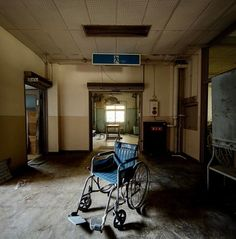 Old Abandoned Houses, Abandoned Buildings, Abandoned Places, Apocalypse Aesthetic, Abandoned Hospital, Darkest Dungeon, Ghost Hunting, Urban Exploration, Ahs
