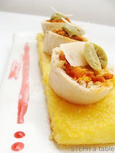 rolatine di pollo con caviale di pomodori secchi mozzarella olive  su polentine