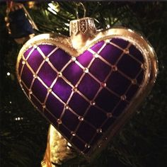 SUCH A GORGEOUS PURPLE AND GOLD HEART ORNAMENT FOR THE CHRISTMAS TREE !!!!