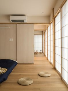 Image 1 of 21 from gallery of Housing Complex TM / Schenk Hattori. Photograph by Kohga Tamamura Japanese Bedroom, Japanese House, Modern Architecture House, Modern Houses, Futuristic Architecture, Chinese Architecture, Japan Apartment, Zen Interiors, Japanese Interior Design