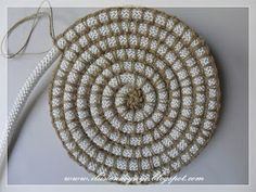 DIY Crochet Rope Basket Free Pattern Tutorial – Video – Picture WorldCrochet rug or heat pad if you get bored at about 12 – ArtofitDIY häkeln Seilkorb Tutorial kostenlose Muster (Video) – zeynepgülçin – Join the world of pinimages attach Diy Crochet Rope Basket, Crochet Diy, Crochet Stitches, Crochet Patterns, Crochet Bag Tutorials, Art Tutorials, Rope Rug, Fabric Bowls, Rope Crafts
