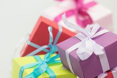 A carefully curated list of simple yet thoughtful treat-free Christmas neighbor gifts. These are inexpesive and easy to put together. Neighbor Christmas Gifts, Neighbor Gifts, Holiday Gifts, Christmas Greetings, Merry Christmas, Christmas Hanukkah, Homemade Christmas, Non Toy Gifts, Gifts For Mom