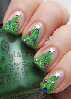 Christmas tree nails: use flocking powder instead of sparkles