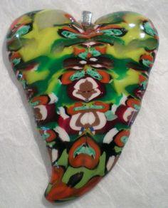 joli pendentif réalisé en pâte polymère , idéal pour pendentif sur cordon de cuir ou de coton ou sur uen chaine