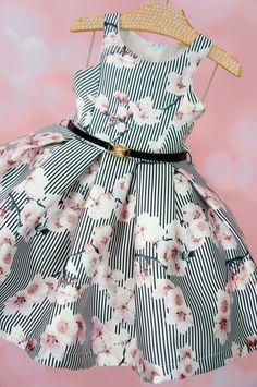 Vestido de Festa Infantil Mini Cerejeiras Petit Cherie Little Dresses, Little Girl Dresses, Girls Dresses, Little Girl Fashion, Kids Fashion, Baby Dress Design, Kids Gown, Baby Kind, Cute Baby Clothes