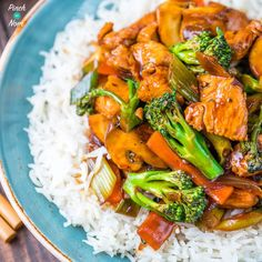 We& big fans of takeaways, especially Chinese. Our latest creation is this Syn Free Chinese Chicken and Broccoli. A perfect Slimming World Fakeaway. Slimming World Stir Fry, Slimming World Fakeaway, Slimming World Dinners, Slimming World Chicken Recipes, Slimming World Recipes Syn Free, Slimming Eats, Diet Recipes, Cooking Recipes, Healthy Recipes