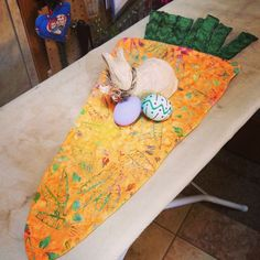 A little *hoppy* in anticipation of Spring and Easter! #carrot #tablerunner…