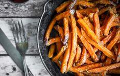 Testa något nytt! Byt ut dina byt ut vanliga pommes eller klyftpotatis mot pommes på sötpotatis. Du behöver ingen fritös för att lyckas!