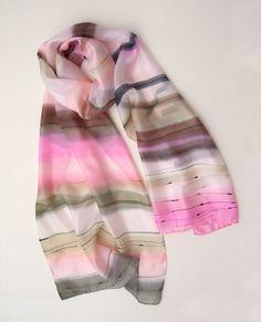 Foulard en soie peinte à la main. Tscherga foulard de soie peinte. Peinture  sur 7d13115b526