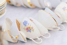 Hochzeits-Kaffeetafel und Candy Table #sweet #salty #table #Vintage #Porzellan #hochzeit #hochzeitsdeko #verleih #porzellanverleih #Goldröschen #Sammeltasse #Porzellantasse #Tasse #candy #Kaffee #kaffeetasse