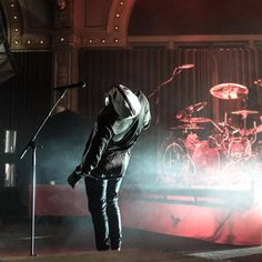 Here's a question only clique members can answer: what song is he performing if he falls on his back?