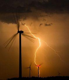 lightening striking wind turbines