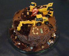 Construction Birthday Cake -- so easy and so fun!