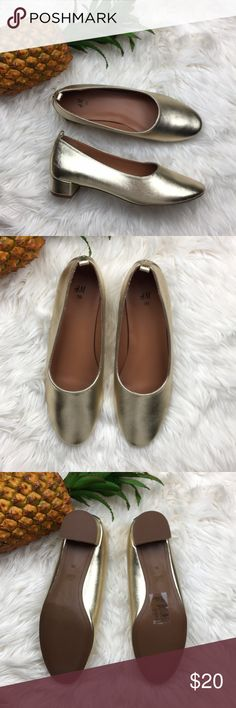 c498dc3b873 NWOT H M heels closed toe gold shoes New with out tags in great condition.  Size